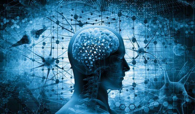 """Covid-19: 6 formas de """"reiniciar tu cerebro"""" tras un año difícil de covid-19"""